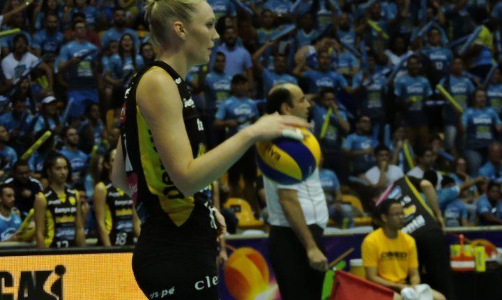 Nicole Fawcett, campeã mundial com os EUA, encerra carreira aos 33 anos