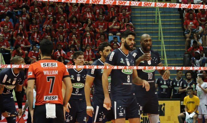 No tie-break, Sada Cruzeiro vence Sesi-SP no primeiro jogo da final da Superliga Masculina