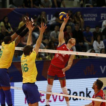 Brasil perde para Sérvia e sofre primeiro revés na competição