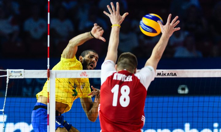 No primeiro jogo da fase final, Brasil perde para Polônia