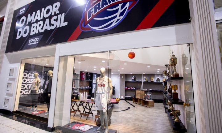 """Franca inaugura loja com seus produtos: """"O objetivo é facilitar a vida do nosso torcedor"""""""