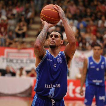 Com duplo-duplo de Tyrone, Minas vence São Paulo fora de casa e se classifica para a semifinal do Super 8