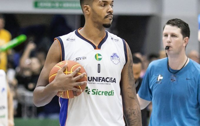 Com duplo-duplo de João Vitor, Unifacisa vence Botafogo fora de casa pelo NBB