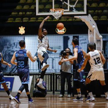Com duplo-duplo de Nesbitt, Corinthians vence Rio Claro em casa pelo NBB