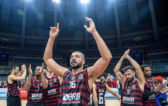 Conheça a vitoriosa carreira do ala-pivô Olivinha, ídolo no Flamengo