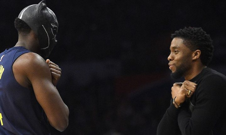 "NBA de luto: Chadwick Boseman, o ""Pantera Negra"", recebe homenagem dos atletas da Liga"