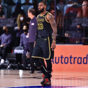 Los Angeles Lakers utiliza uniforme especial no 'Mamba day'