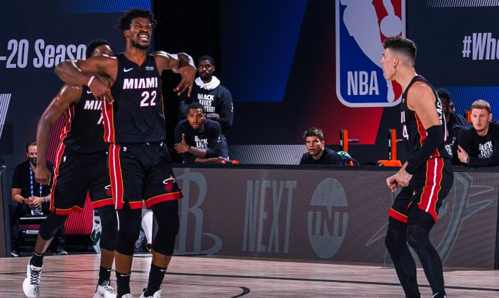 Jimmy Butler faz 40 pontos, ofusca jogo de Giannis e Heat abre vantagem