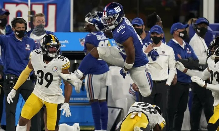 Atuando fora de casa, Steelers e Titans vencem no Monday Night Football