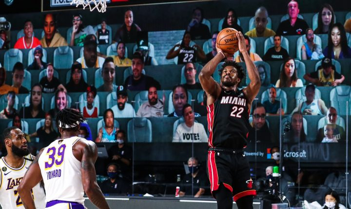 Jimmy Butler brilha e lidera Miami Heat na vitória contra o Los Angeles Lakers