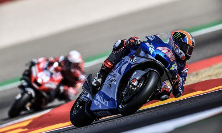 No GP de Aragão, Alex Rins de Suzuki comanda a prova rumo a vitória