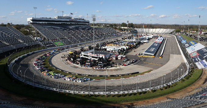 Em Martinsville, final eletrizante deixa Harvick fora da final