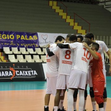 Tijuca/Zinzane vence e segue 100% na Superliga C