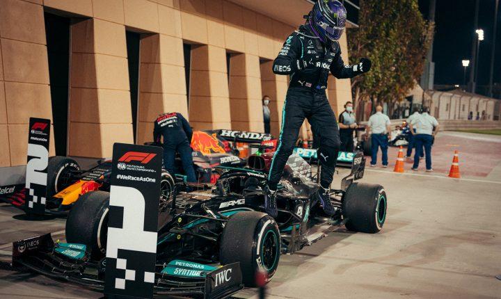 Hamilton vence o agitado GP do Bahrein